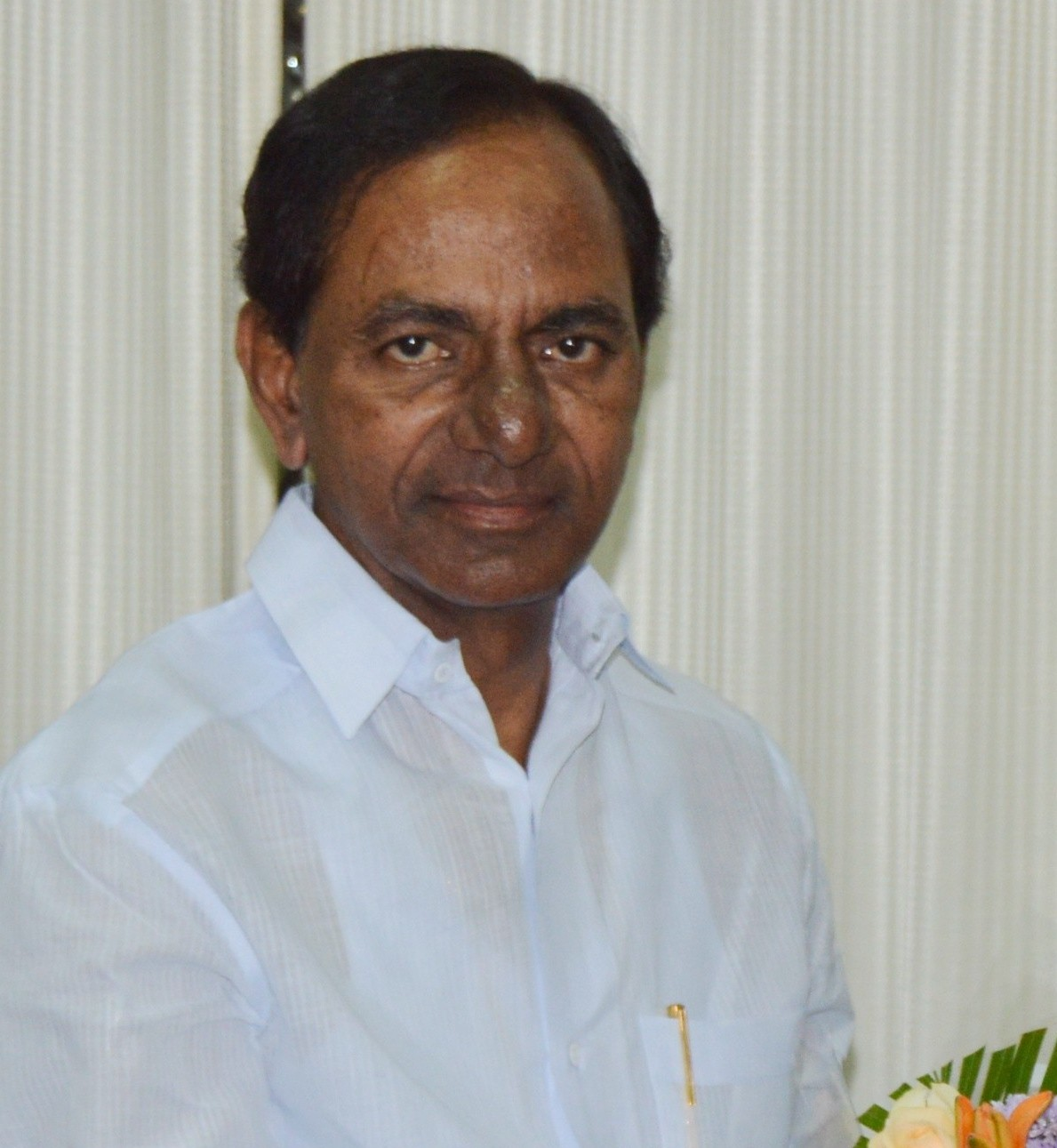 KCR Meets Governor, Elucidates Situation in State
