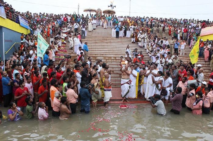 Rajahmundry Turns into Sea of Humanity