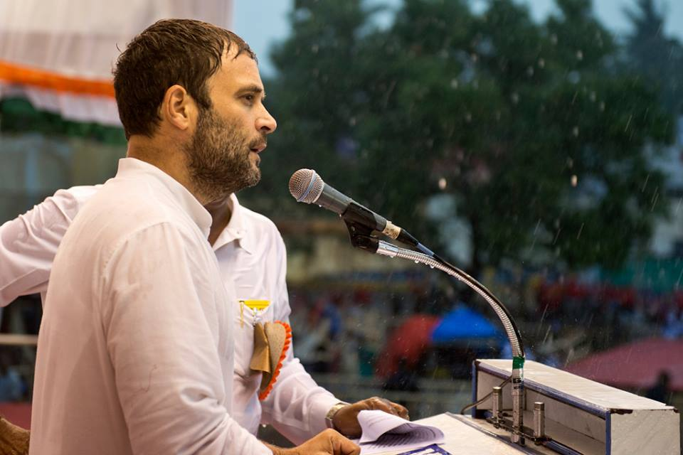 "Rahul consoles Anantapuramu ""victims"" of TDP rule"