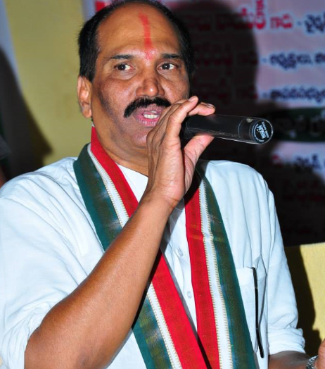 TRS is scared of Rahul Gandhi: Uttam
