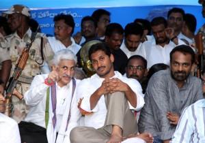 Photos : Y.S.Jagan Dharna at Delhi for AP Special Status