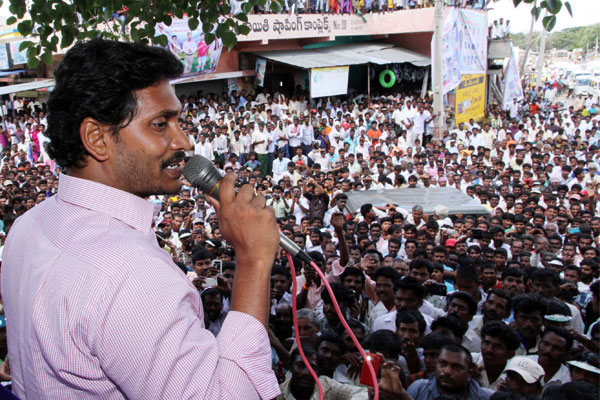 Jagan exhorts students to fight for special status