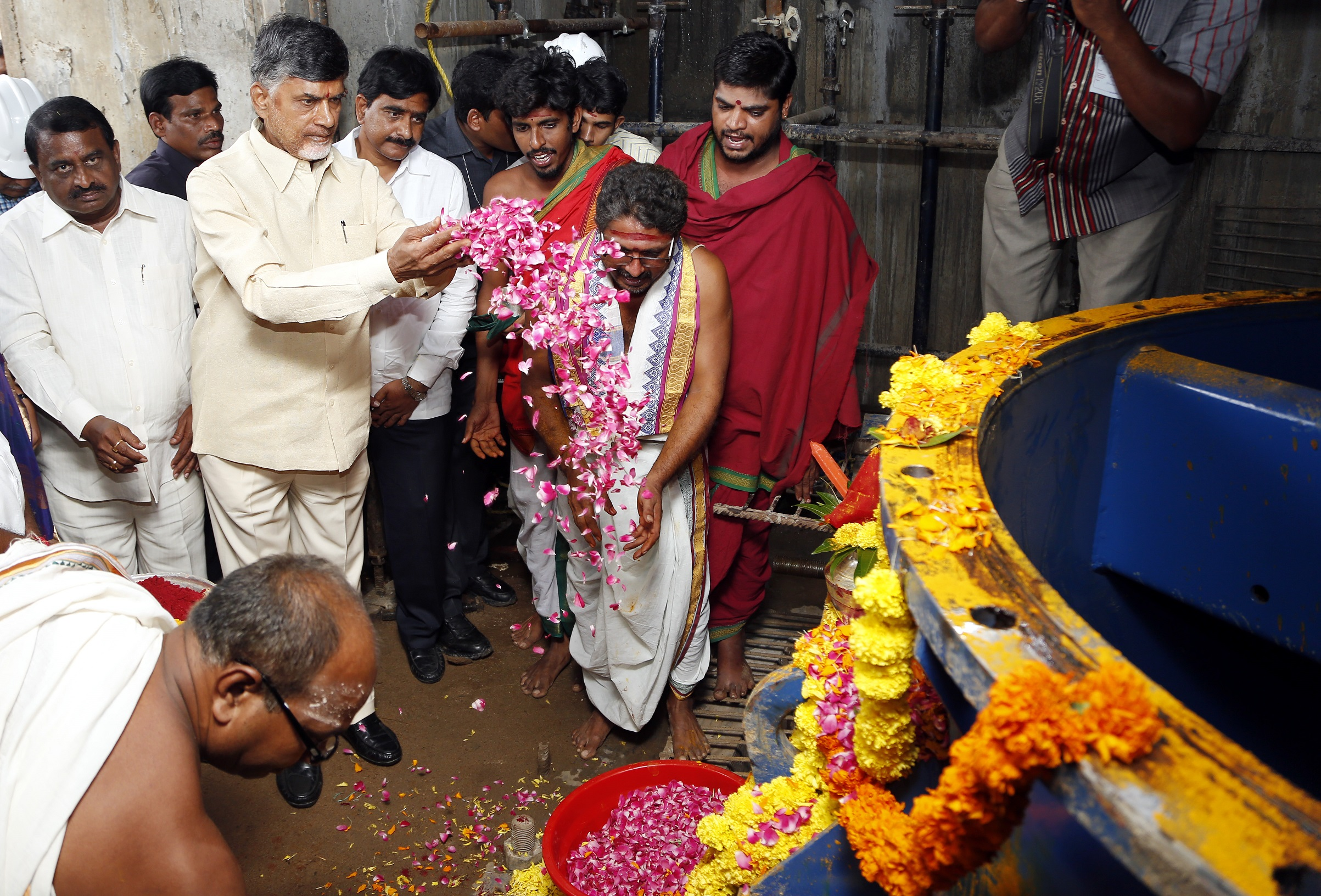 CM Naidu links Godavari with Krishna