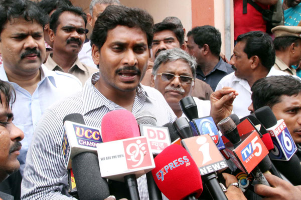Guntur police deny permission to Jagan's fast