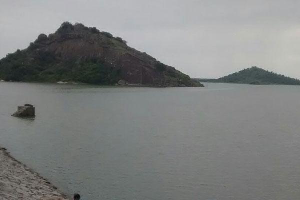 Five engineering students drown in Telangana lake