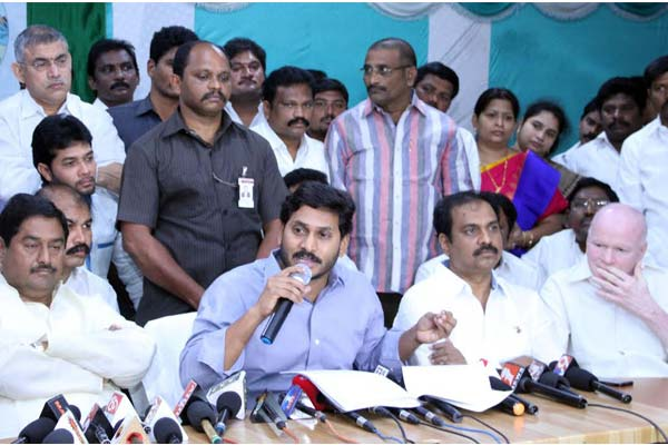 Jagan too joins chorus, seeks to postpone demonetisation