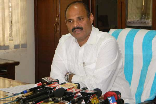 YSRCP protests at collectorates on Aarogyasri, YSRCP dharna, Parthasarathy accused TDP