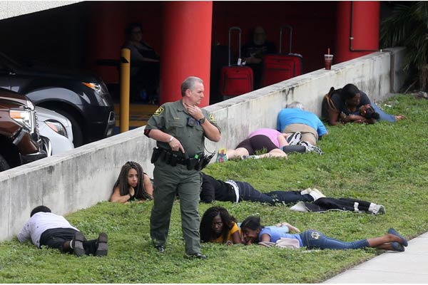 5 dead in shooting at US airport