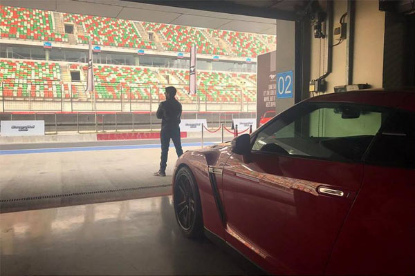 Naga Chaitanya and Samantha at buddh international circuit, Naga Chaitanya and Samantha Racing Moment