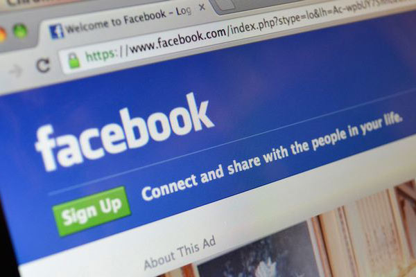 US officials checking Facebook profiles of immigrants: Report