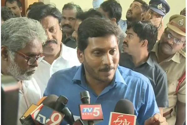 Jagan's visit makes officials nerves at bus mishap spot