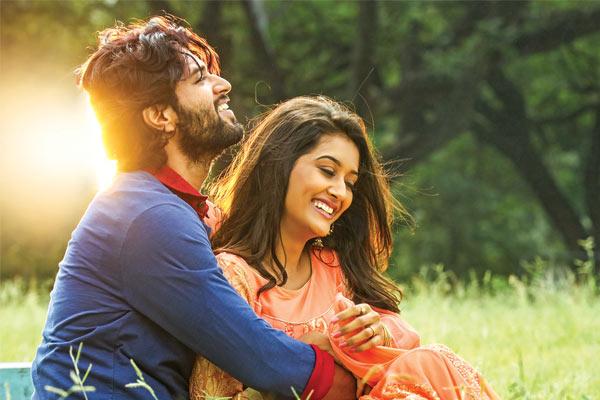Dwaraka Movie Review  –  Exposing fake Babas !