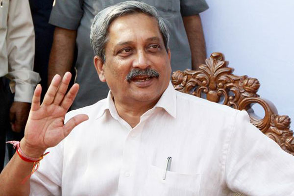 SC orders floor test in Goa; refuses to stay Parrikar's swearing in