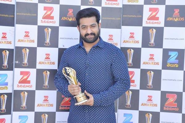NTR Zee Cinema Awards King of Box Office, NTR Fans Celebrate Zee Cinema Awards, Zee Cinema awards Nannaku Prematho and Janatha Garage