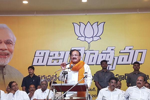 Venkaiah retorts to Pawan Kalyan's remarks