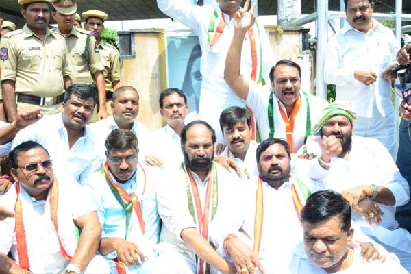 Telangana opposition protest shifting of 'Dharna Chowk'