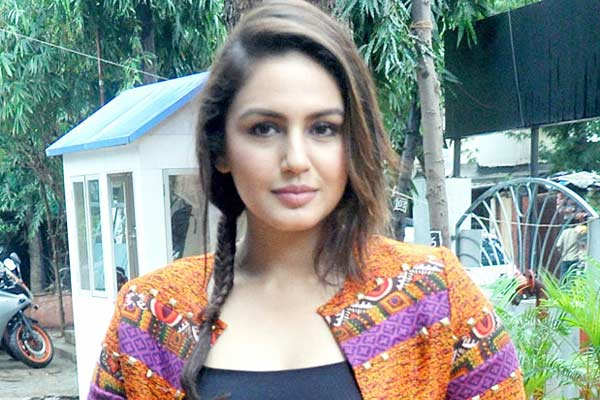 Rajinikanth all set to Romance a young Bollywood Beauty