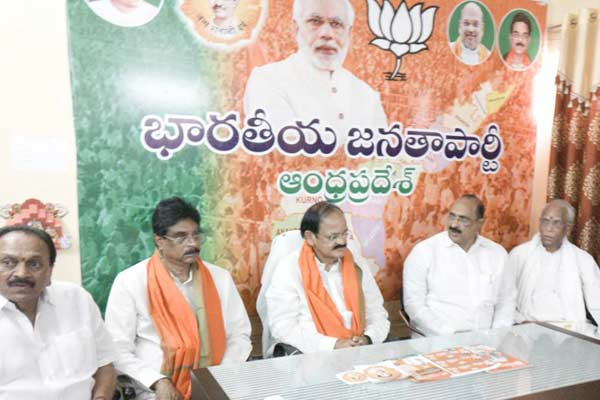 Venakaih Naidu bats for second term to Modi