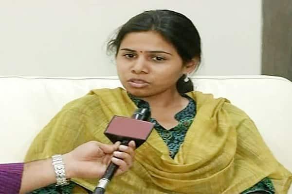 Why Akhila Priya commented on Anger Traders Community at Nandyal?