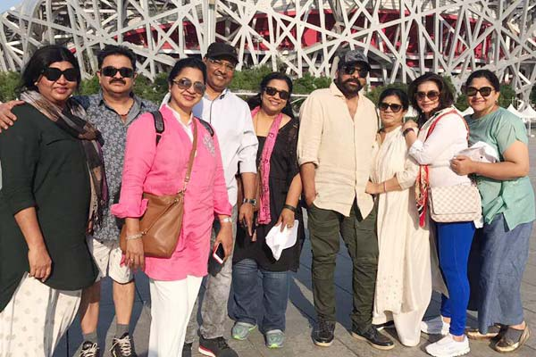 Chiranjeevi bonds with yesteryear colleagues on China trip