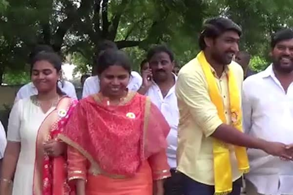 Video journalists attacked by followers of Bhuma in Guntur
