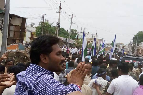 Embarrassing Experience for Jagan during Poll Campaign