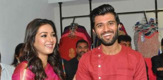 Vijay Devarakonda & Catherine Tresa launch KLM Fashion Mall at Kukatpally