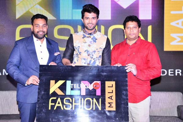 Vijay Devarakonda Launches KLM Fashion Mall Logo