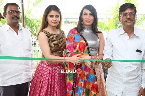 Actress Ranjana Mishra Inaugurates Pochampally IKAT Art Mela