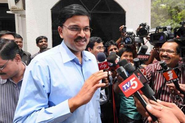 Jagan seeks 6months exemption, Laxminarayana refuses to speak on DA case