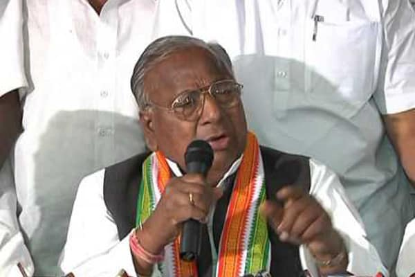 Hanumantha Rao chills by endorsing the onset of Baahubali into Congress