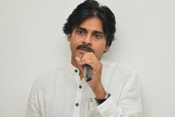 Pawan Kalyan condemns the attack on Hero Sivaji by BJP!
