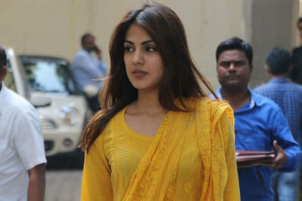 ED officials submit crucial evidence about Rhea Chakraborty to CBI
