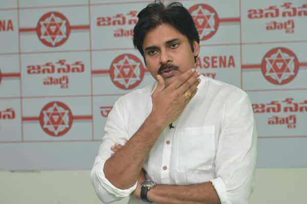 Pawan Kalyan takes U-turn over special status to Andhra