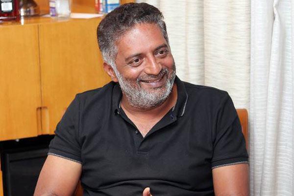 Prakash Raj calls on KCR