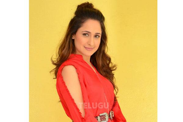 Balakrishna's passion for cinema unmatchable: Pragya Jaiswal