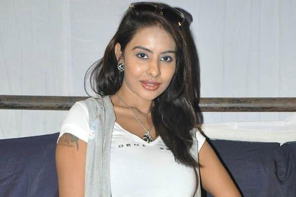 Sri Reddy lambasted Kathi Mahesh on casting couch allegations