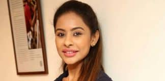 Sri Reddy's logical counter to Pawan KalyanSri Reddy's logical counter to Pawan Kalyan