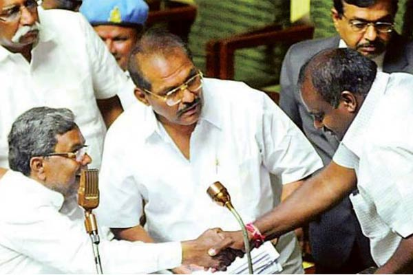 Kumaraswamy, Siddaramaiah hold strategy meet in Hyderabad