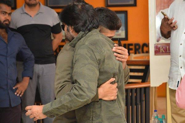 Pawan Kalyan turns Chief Guest for Allu Arjun