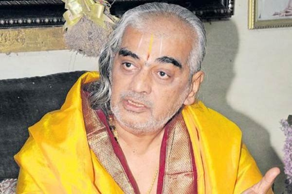 Deekshitulu wishes God's blessings for Jagan