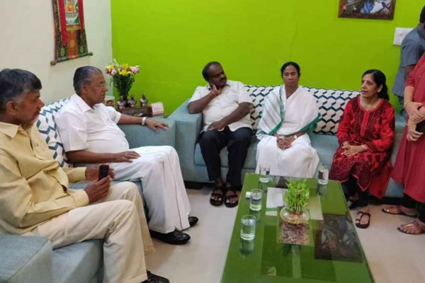 Four CMs express solidarity with Kejriwal, say centre crippling federal system