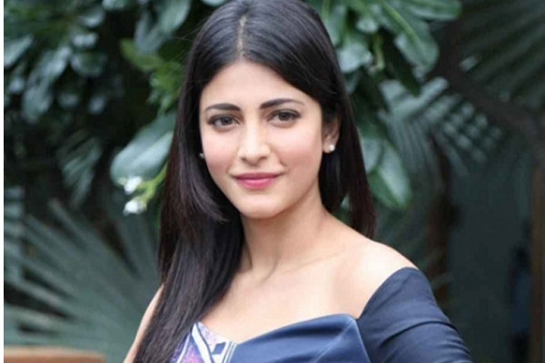 Shruti Haasan allocates dates for Vakeel Saab