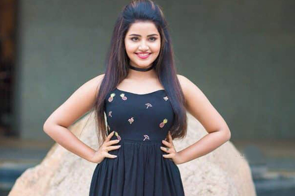 anupama braves kerala floods to join hgpk shoot