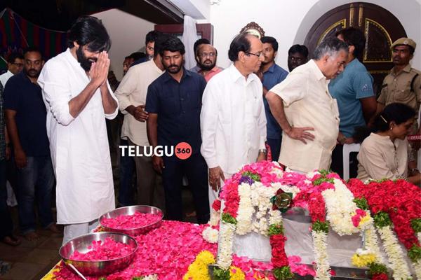 Celebs pays homage to Nandamuri Harikrishna Set5