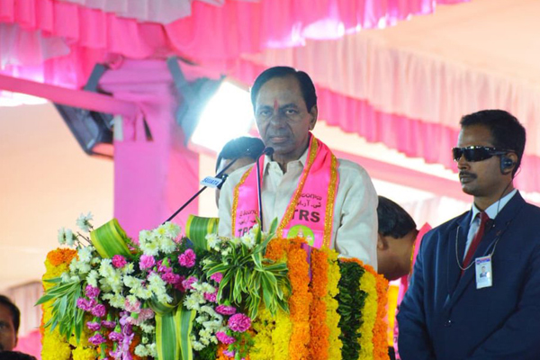 KCR invokes Tamil Model of Politics calling parties not to be slaves to Delhi.