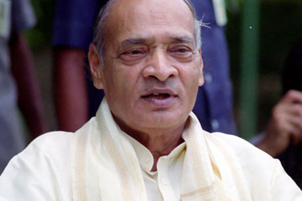KCR moves resolution for Bharata Ratna to PV