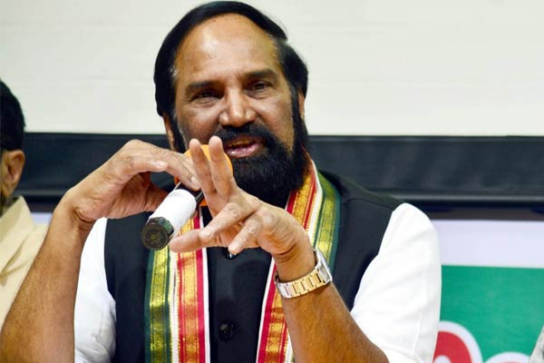 KCR looted Telangana more than Andhra rulers, says Uttam Kumar Reddy