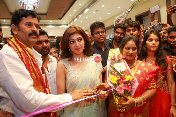 Pranitha Inaugurates Videms Silks Showroom