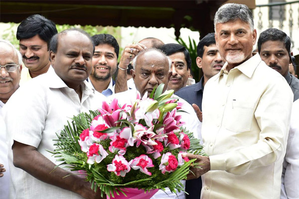 Chandrababu meets with Deve Gowda for anti-Modi front